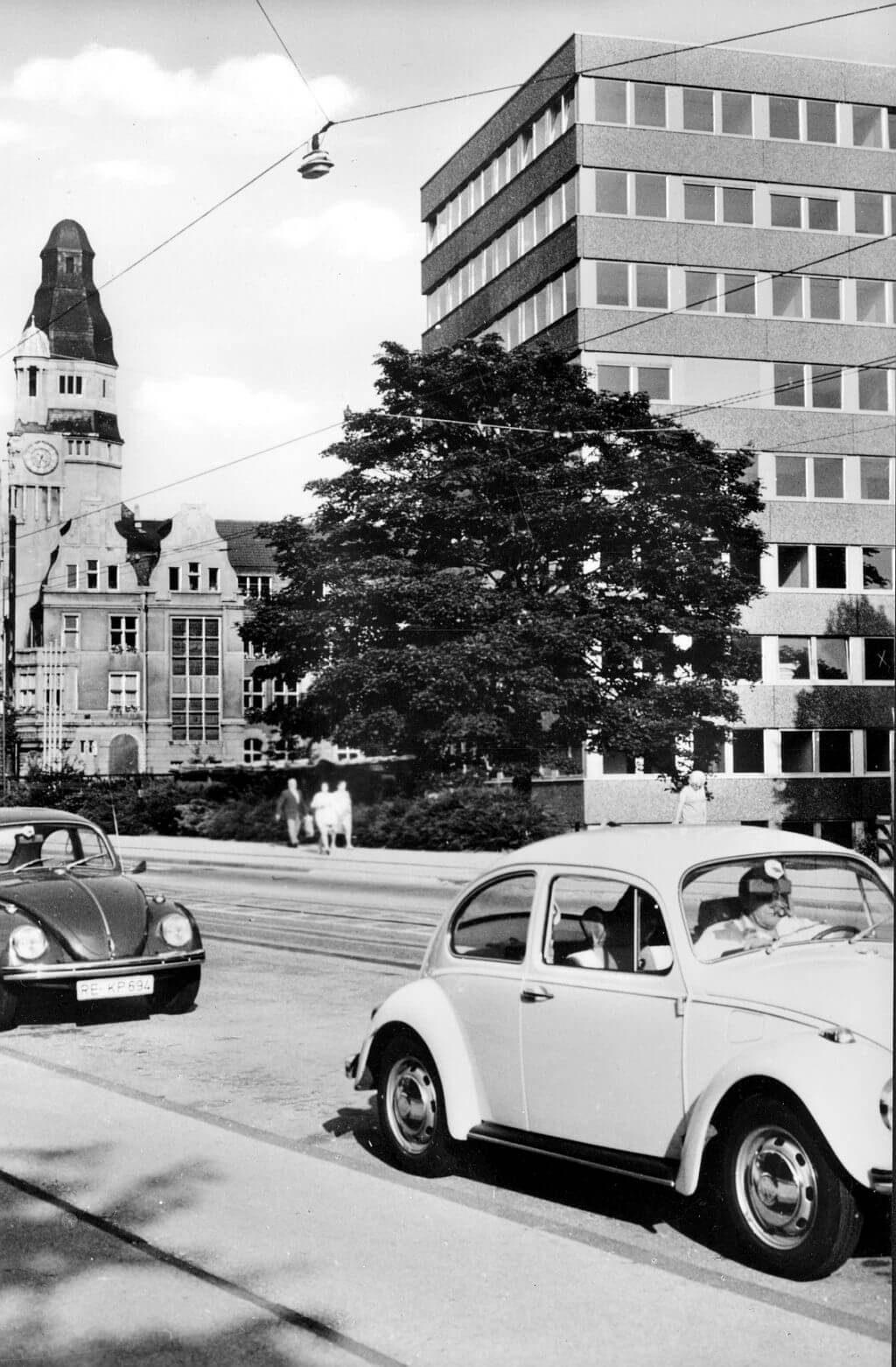 Rathaus-einst-Bürotürme
