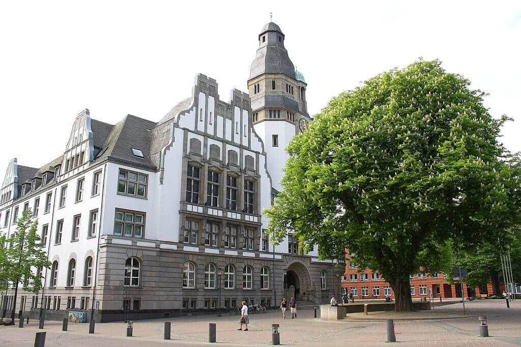 Rathaus-einst-und-heute